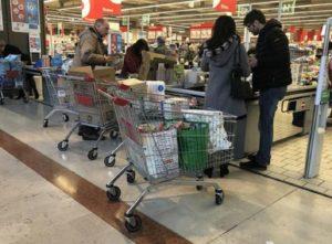 Coronavirus, Milano chiude ma sugli autobus...Nicotri lancia l'allarme