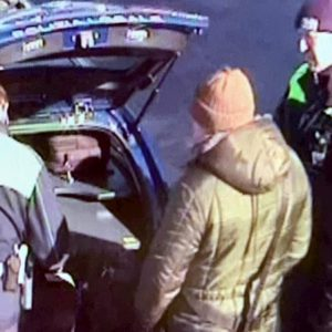 Treviso, vendevano finti kit anti-Coronavirus fuori dall'ospedale: multati due campani