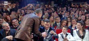 Sanremo 2020, Cristiano Ronaldo regala la maglia della Juve ad Amadeus