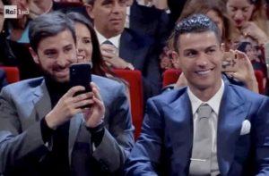 Sanremo 2020, chi è l'uomo seduto vicino a Cristiano Ronaldo?