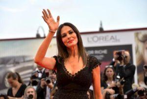 """Maria Grazia Cucinotta in ospedale, la produzione: """"Solo influenza"""""""