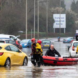 Tempesta Dennis in Gran Bretagna e Francia del nord: tre morti, una donna dispersa VIDEO