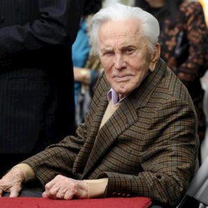 Kirk Douglas è morto. L'icona di Hollywood aveva 103 anni