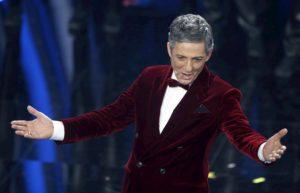 """Sanremo 2020, Fiorello canta la """"classica canzone"""" inedita al Festival"""