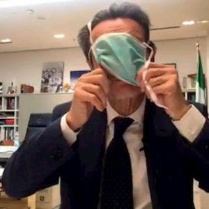 "Coronavirus, Fontana ""smascherato"". Nicotri: Ti conosco mascherina"
