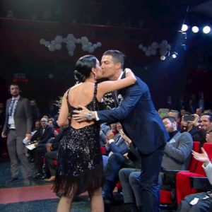Sanremo 2020, Georgina Rodriguez balla il tango e poi bacia Cristiano Ronaldo