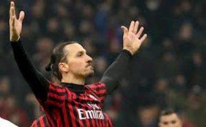 "Milan-Juventus, tifosi rossoneri furiosi con arbitro: ""Rigore al 90' e ritorno senza Ibrahimovic, Hernandez e Castillejo"""