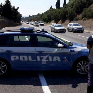Incidente A2 a Rogliano (Cosenza): cade da furgone, travolto e ucciso
