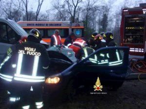 Pavullo, incidente tra due auto: morto un 19enne