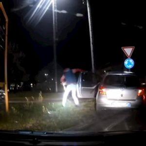 Inseguimento ad alta velocità tra carabinieri e pusher: arrestato, aveva 149 grammi di cocaina VIDEO