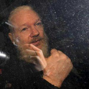 Julian Assange libero, altro che estradizione negli Usa...