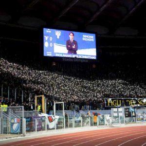Lazio-Verona, che coreografia: un'aquila con le luci dei cellulari