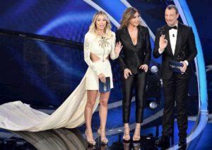"""Sanremo, Diletta Leotta look da sballo per la finale ma sui social la stuzzicano: """"E' meglio Sabrina Salerno"""""""