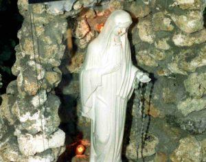 """Madonna di Civitavecchia, un uomo rivela a Porta a Porta: """"Ho sporcato io di sangue la statua"""""""