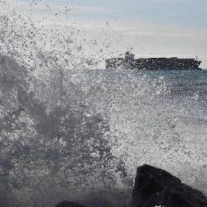Bari, vento a 50 nodi: tre traghetti e due cargo bloccati in mare