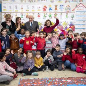 Coronavirus, Mattarella contro i pregiudizi va all'Esquilino nella scuola con i bimbi cinesi