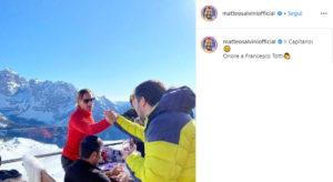 Matteo Salvini e la stretta di mano a Francesco Totti: la foto su Instagram