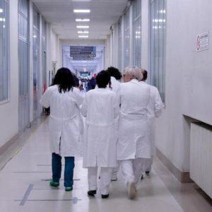 Milleproroghe, medici potranno restare in corsia fino a 70 anni