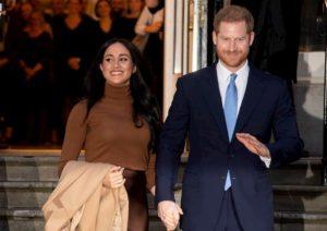 "Harry e Meghan Markle sfidano la regina Elisabetta: ""Manterremo i titoli reali"""
