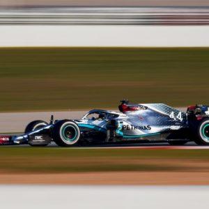 Formula 1. La Mercedes di Hamilton si guida da sola? Il giallo del volante mobile