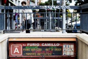 Roma, si rompe un gradino delle scale mobili alla fermata metro Furio Camillo