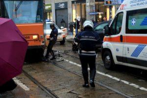 Milano, tram contro auto in via Torino: traffico in tilt FOTO