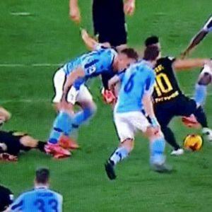 """Lazio-Inter, tifosi nerazzurri furiosi sui social: """"Milinkovic andava espulso, poi ha deciso la partita"""""""