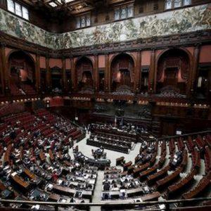 Coronavirus, sparisce la Amuchina a Montecitorio: qualcuno l'ha rubata?