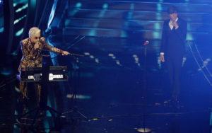 Morgan e Bugo, testimoni: Morsi e sputi prima di salire su palco Sanremo
