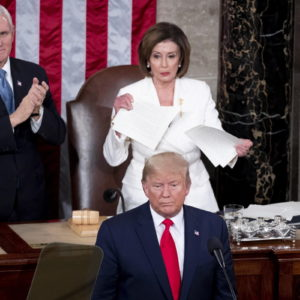 Nancy Pelosi: Trump dice bugie. Presidente Usa: lei è orribile