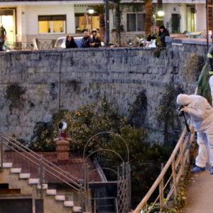 Napoli, precipita da muro di 5 metri al Vomero e muore