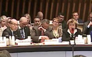 """Oms, il direttore generale ha un colpo di tosse in conferenza stampa: """"Tranquilli, non è coronavirus"""" VIDEO"""