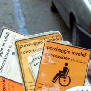 Mortara (Pavia), uno su 15 ha il permesso disabili. A Roma sarebbero 200mila...