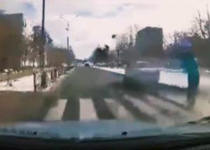 passeggino travolto auto ucraina