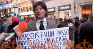Pedro Valti a Sanremo, l'ex concorrente de L'Eredità contro Amadeus VIDEO