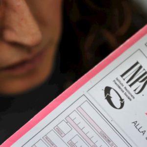 Pensioni, il ricalcolo contributivo si mangia fino a un terzo dell'assegno. Guarda quanto perderesti