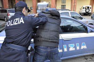 Pescara, furioso per la multa si presenta in Prefettura e prende a pugni un poliziotto