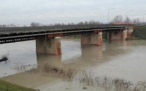 """Finale Emilia, chiuso il Ponte Vecchio. Il sindaco: """"Stop immediato al transito, non è sicuro"""""""