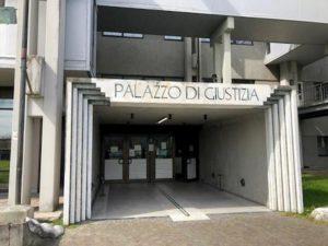 Prato, prof di ripetizioni ha un figlio dal suo studente: lui avrebbe avuto 13 anni al primo rapporto
