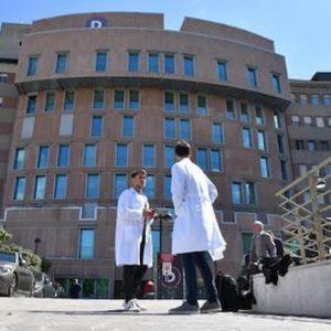 Coronavirus, a Milano un uomo ricoverato al San Raffaele (nella foto Ansa). In Lombardia 46 casi