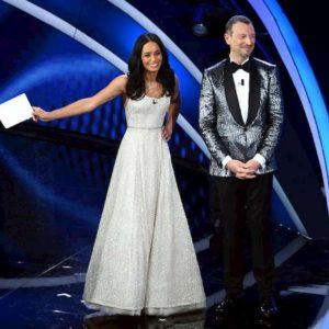 """Sanremo 2020, Rula Jebreal e il consiglio ad Amadeus: """"Stasera facciamo tutti un passo avanti"""" VIDEO"""