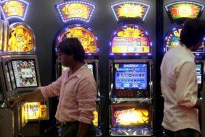 Garlasco. Ragazzino di 16 anni perde 3mila euro giocando sui cavalli, sala scommesse chiusa per un mese