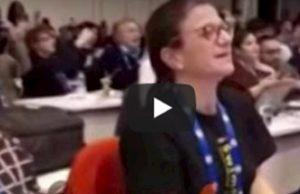 """Sanremo 2020, la sala stampa canta """"Felicità"""""""