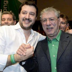 """Umberto Bossi attacca Salvini: """"Il nazionalismo fa perdere la Lega. Autonomia, altro che prima gli italiani..."""""""