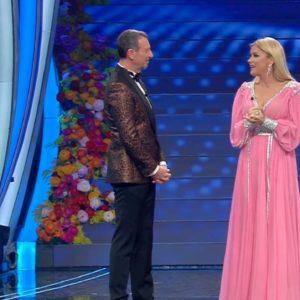 "Sanremo, Amadeus a Alketa Vejsiu: ""Parli velocissima, mai vista una cosa del genere"""