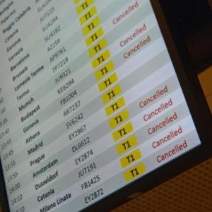 Sciopero aerei 25 febbraio per 24 ore: 350 voli cancellati da Alitalia