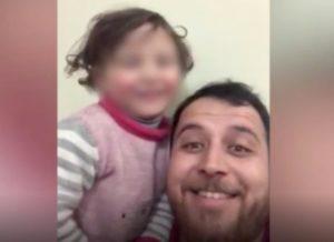 Siria, cadono le bombe: un papà le trasforma in gioco per far ridere la figlia VIDEO