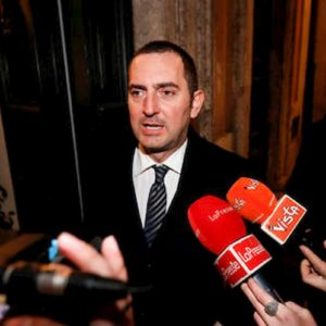 """Coronavirus, il ministro Spadafora: """"Partite di calcio a porte chiuse nelle zone a rischio"""""""