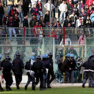 """Taranto, testa di agnello contro il ds De Santis: """"Sporco barese"""""""