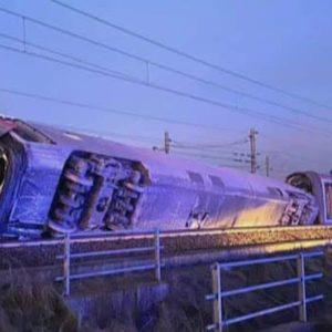 Frecciarossa deraglia a Livraga sulla Milano-Salerno: morti i due macchinisti, passeggeri intrappolati